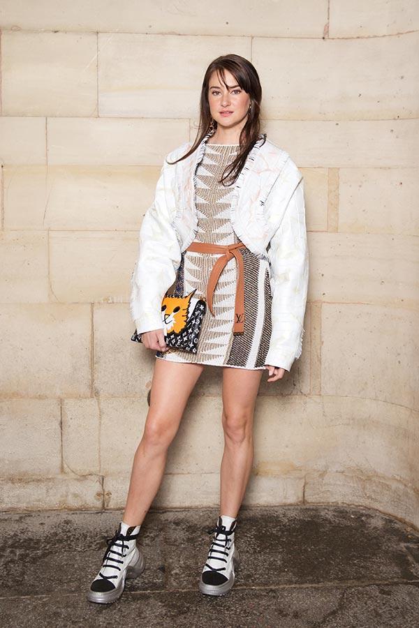 Shailene Woodley wears a cat-bag from Louis Vuitton