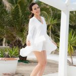 V-GUIDE ARIANA shows her beautiful legs in a white dress