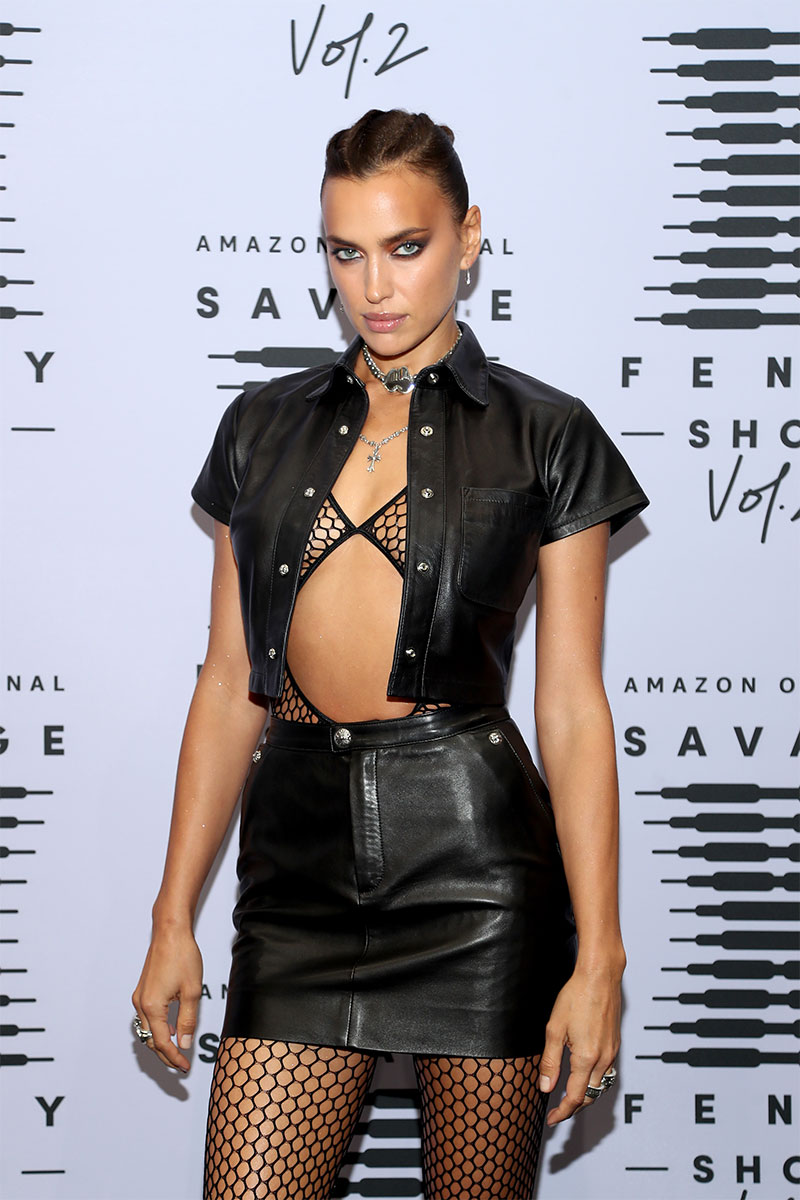 IRINA SHAYK in a sexy black skirt ©Jerritt Clark/Getty Images
