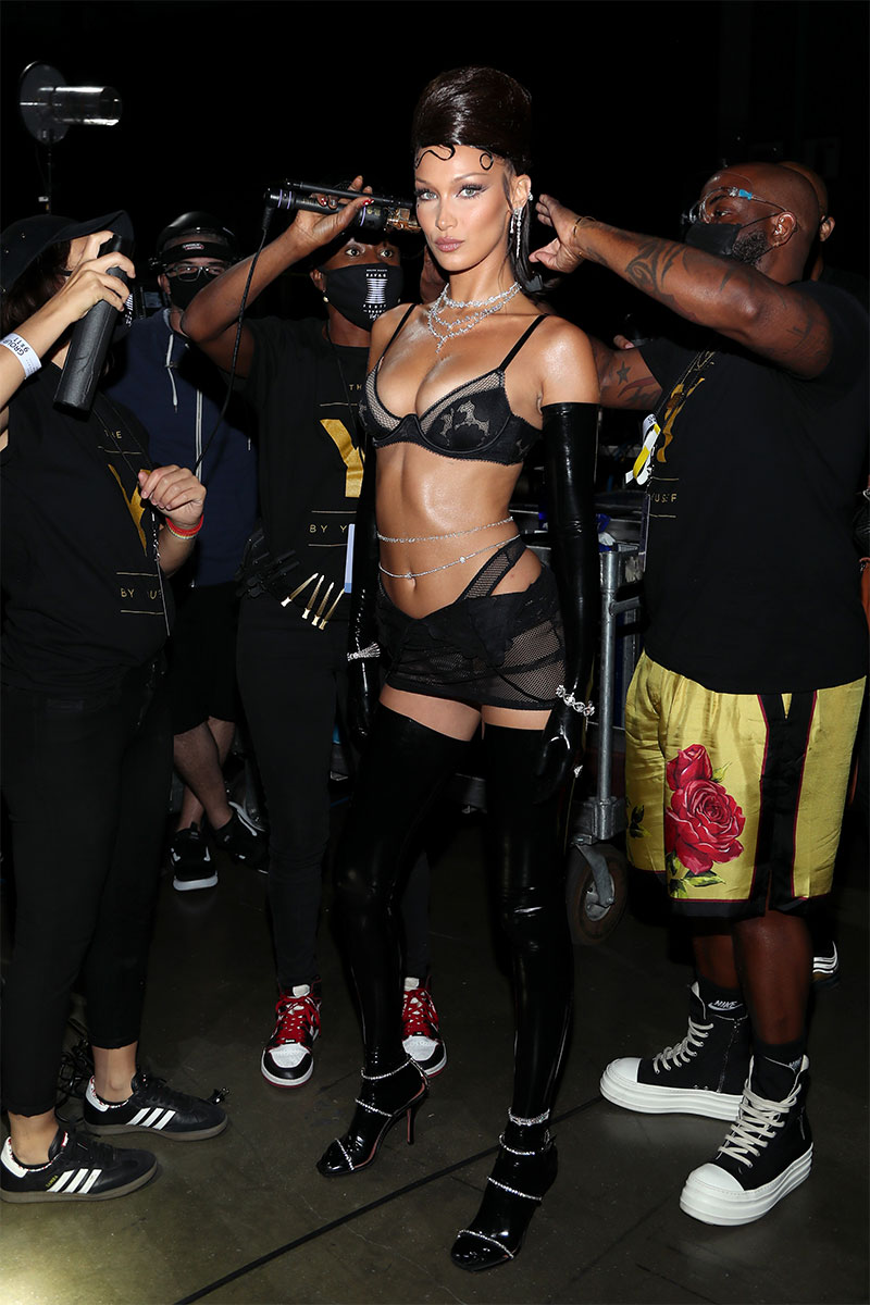 Bella Hadid backstage of the Savage X Fenty Show ©Jerritt Clark/Getty Images